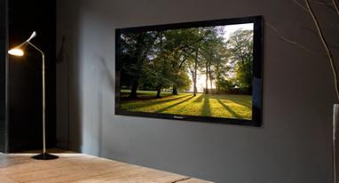 用夸张的8K屏还是用VR/AR看电视 这是一个问题