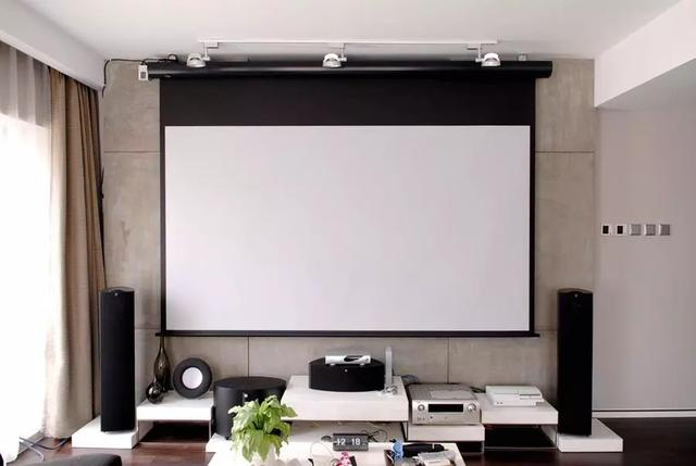 家用投影:幕布和白墙到底选择谁?