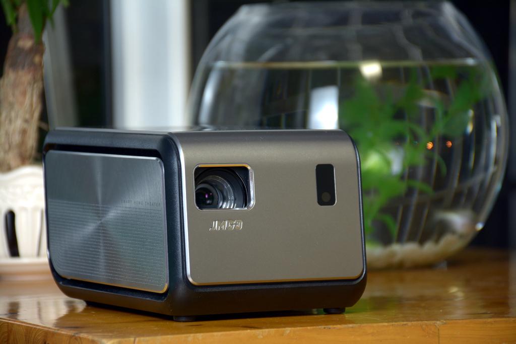 """比小米便宜?这款""""300寸无屏智能投影电视"""",值得买吗?"""