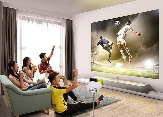 智能微投新体验 在枕边享受巨屏影院
