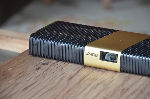 最大可投射300寸画面?坚果新品睿途R8使用评测!