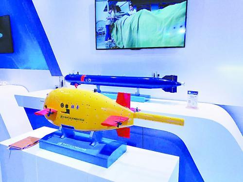 """海陆空新装备 体验军民融合展中的""""黑科技"""""""