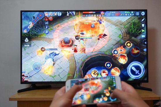在智能电视上玩王者荣耀是什么样的体验?