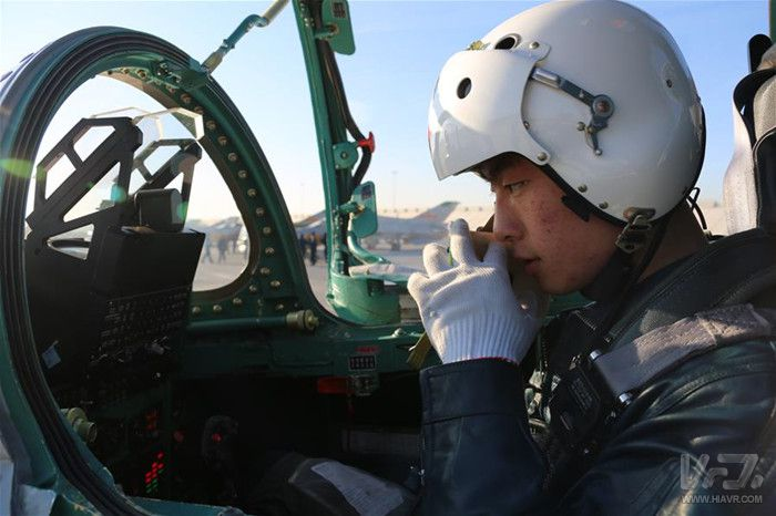 我国空军研发运用VR飞行模拟训练设备培训飞行员