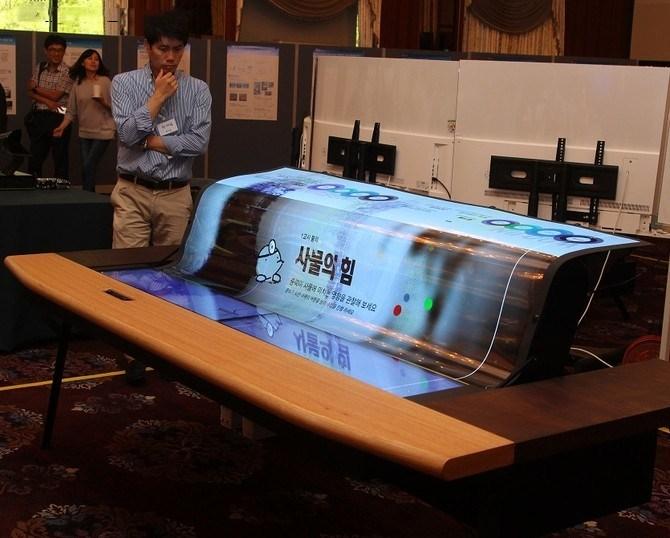 全球首款77英寸透明柔性OLED面板发布
