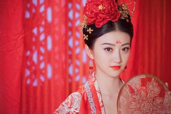 智能电视看《大唐荣耀》直播方法,古装景甜演技颜值爆表